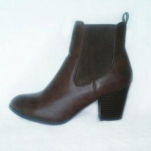 Bass booties Anna brown stacked heel size 7.5